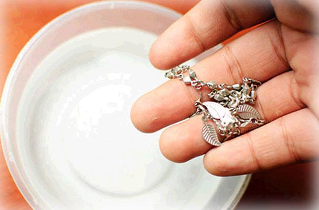 Clean-Silver-Jewelry-at-Home